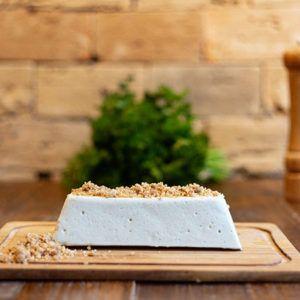 Gorgonzola com farofa de nozes caramelizadas